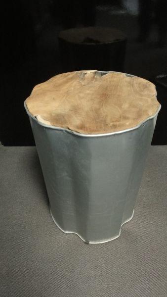 Beistelltisch ROMANTEAKA aus Teakholz und Metall